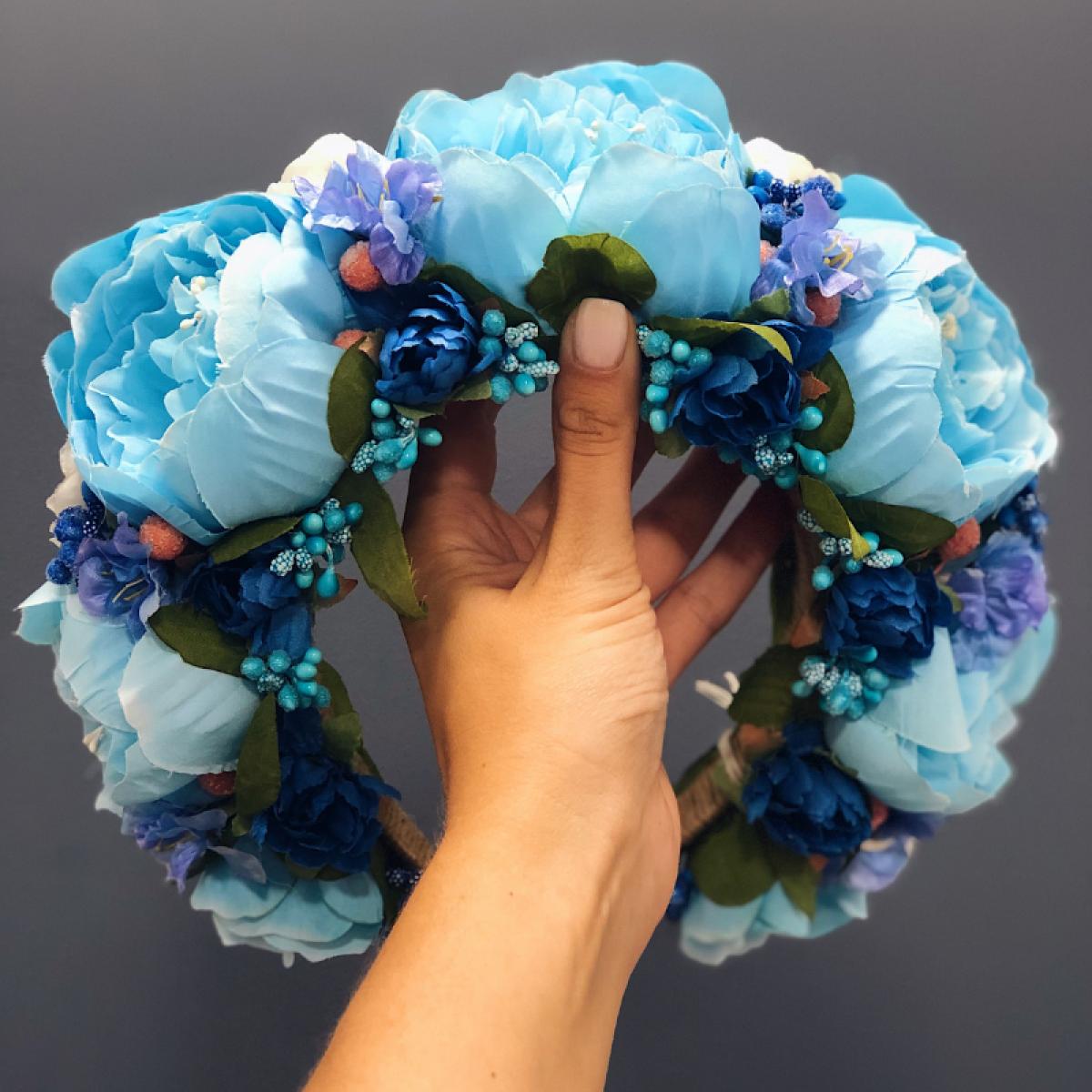 Большой веночек с голубыми и синими цветами
