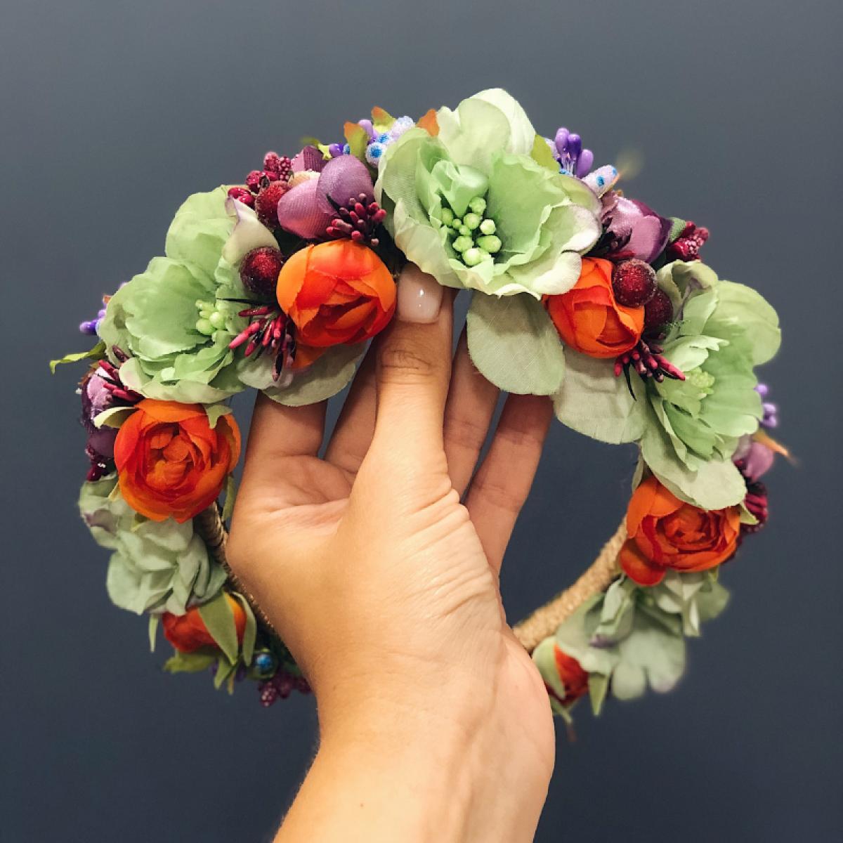 Віночок з м'ятними, бузковими та помаранчевими квітами. Фото №1. | Народний дім Україна