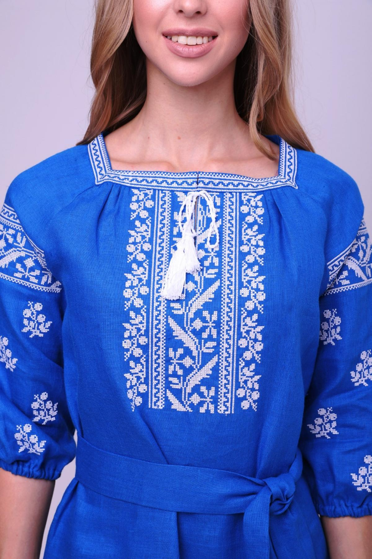 Rich blue dress with contrasting white embroidery. Photo №4. | Narodnyi dim Ukraine