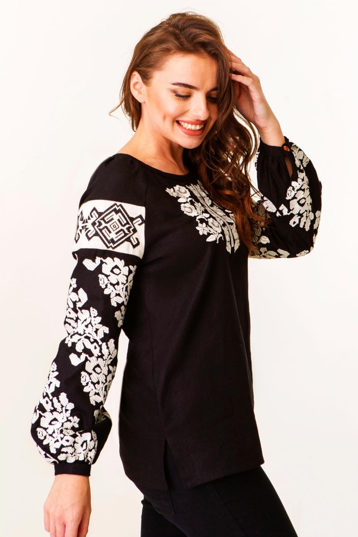 Черная льняная женская вышитая рубашка с молочной вышивкой. Фото №2. | Народный дом Украина