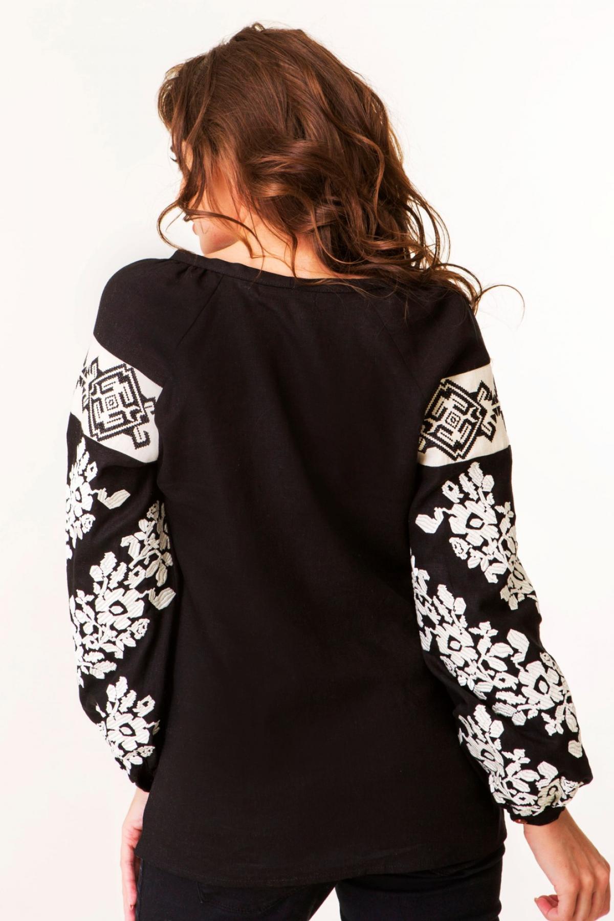 Черная льняная женская вышитая рубашка с молочной вышивкой. Фото №4. | Народный дом Украина