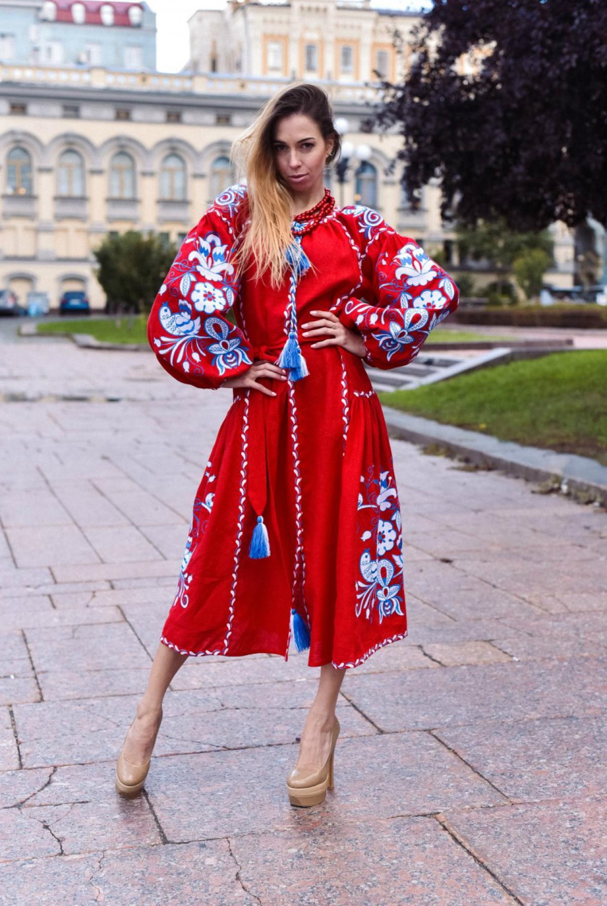 Красное вышитое платье бохо с клиньями. Фото №2. | Народный дом Украина