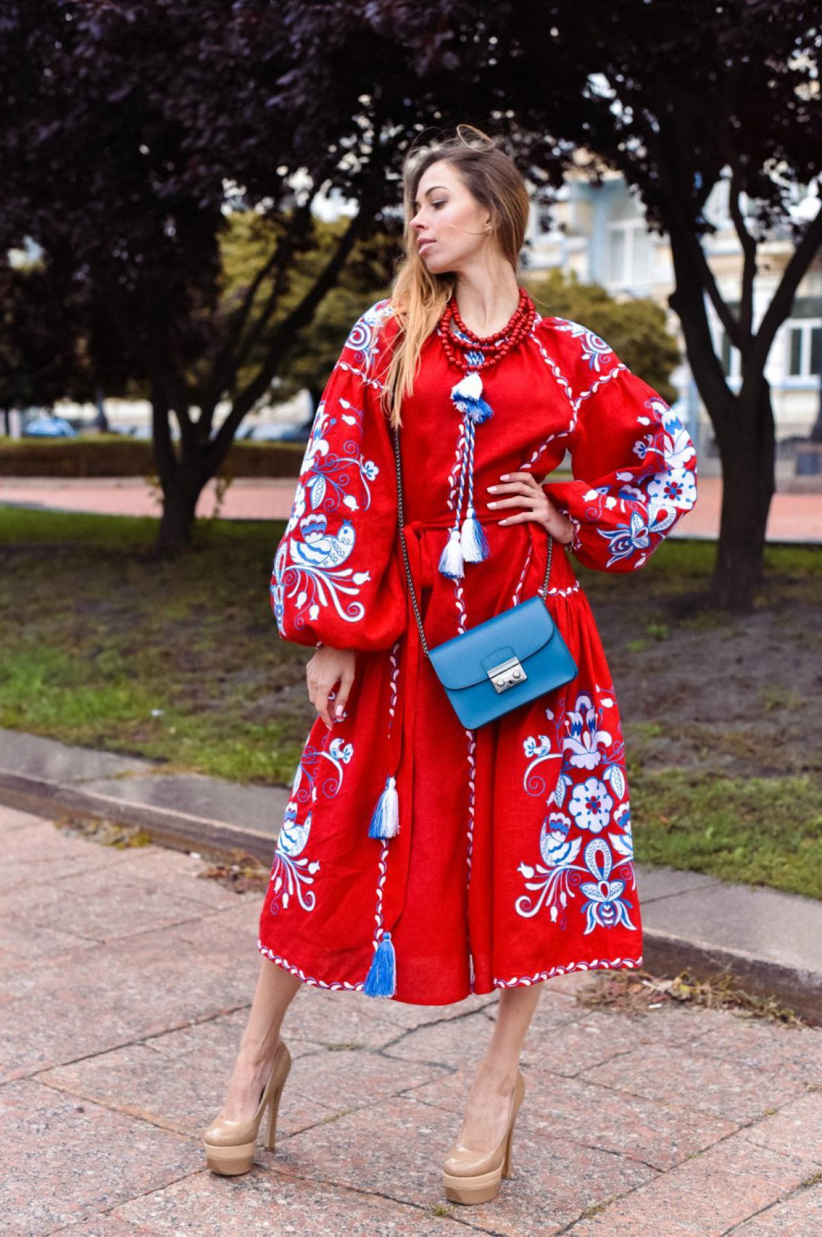 Красное вышитое платье бохо с клиньями. Фото №1. | Народный дом Украина
