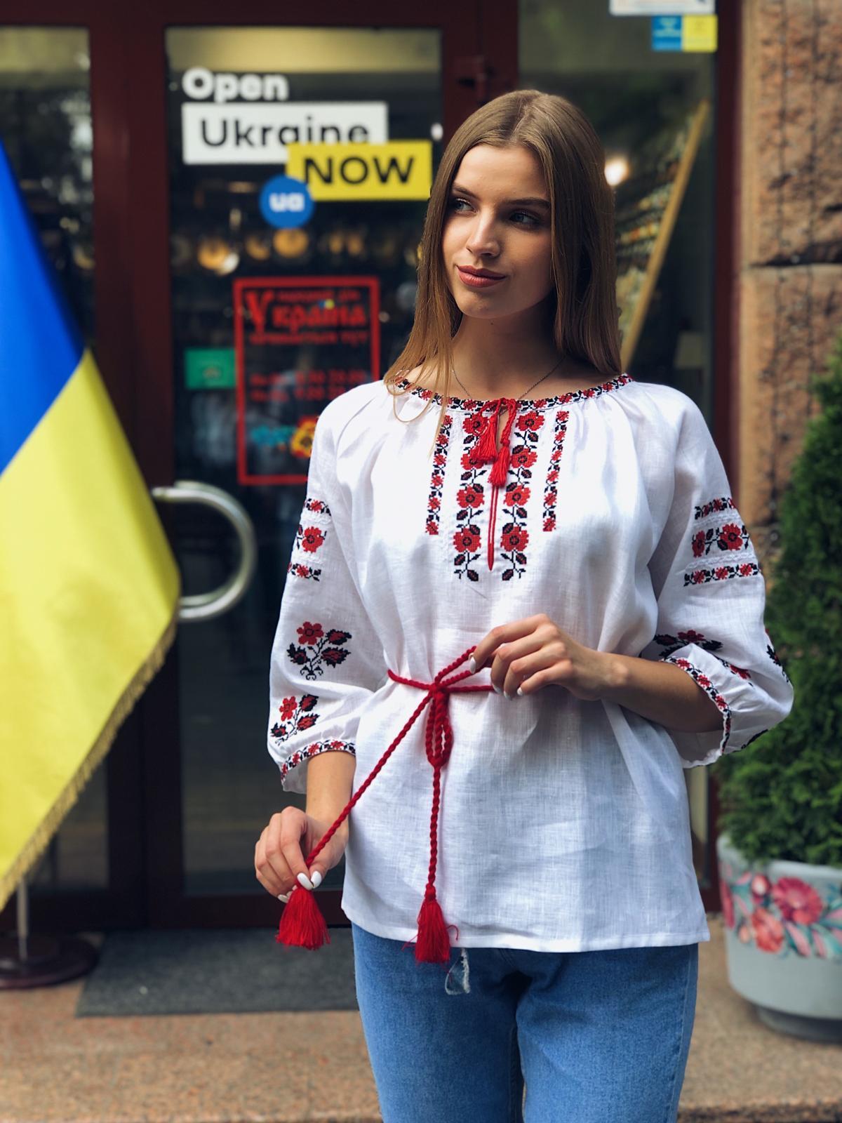Белая льняная вышиванка с красными цветами. Фото №2. | Народный дом Украина