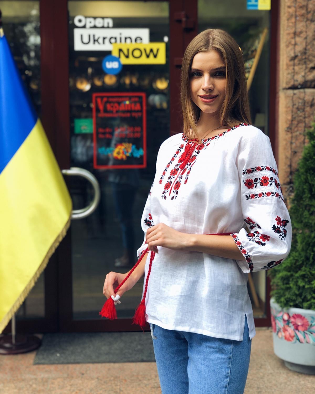 Белая льняная вышиванка с красными цветами. Фото №3. | Народный дом Украина