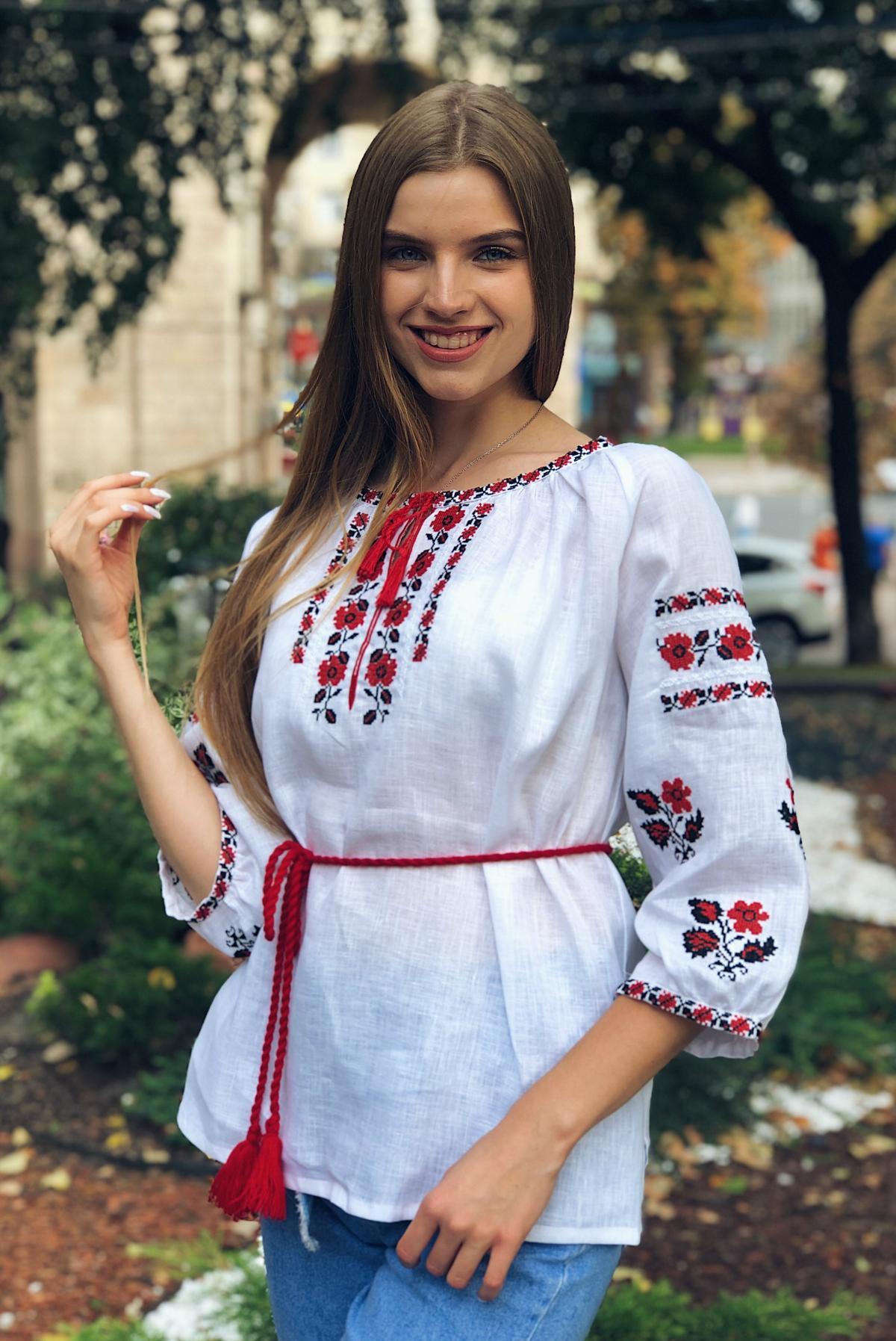 Белая льняная вышиванка с красными цветами. Фото №1. | Народный дом Украина
