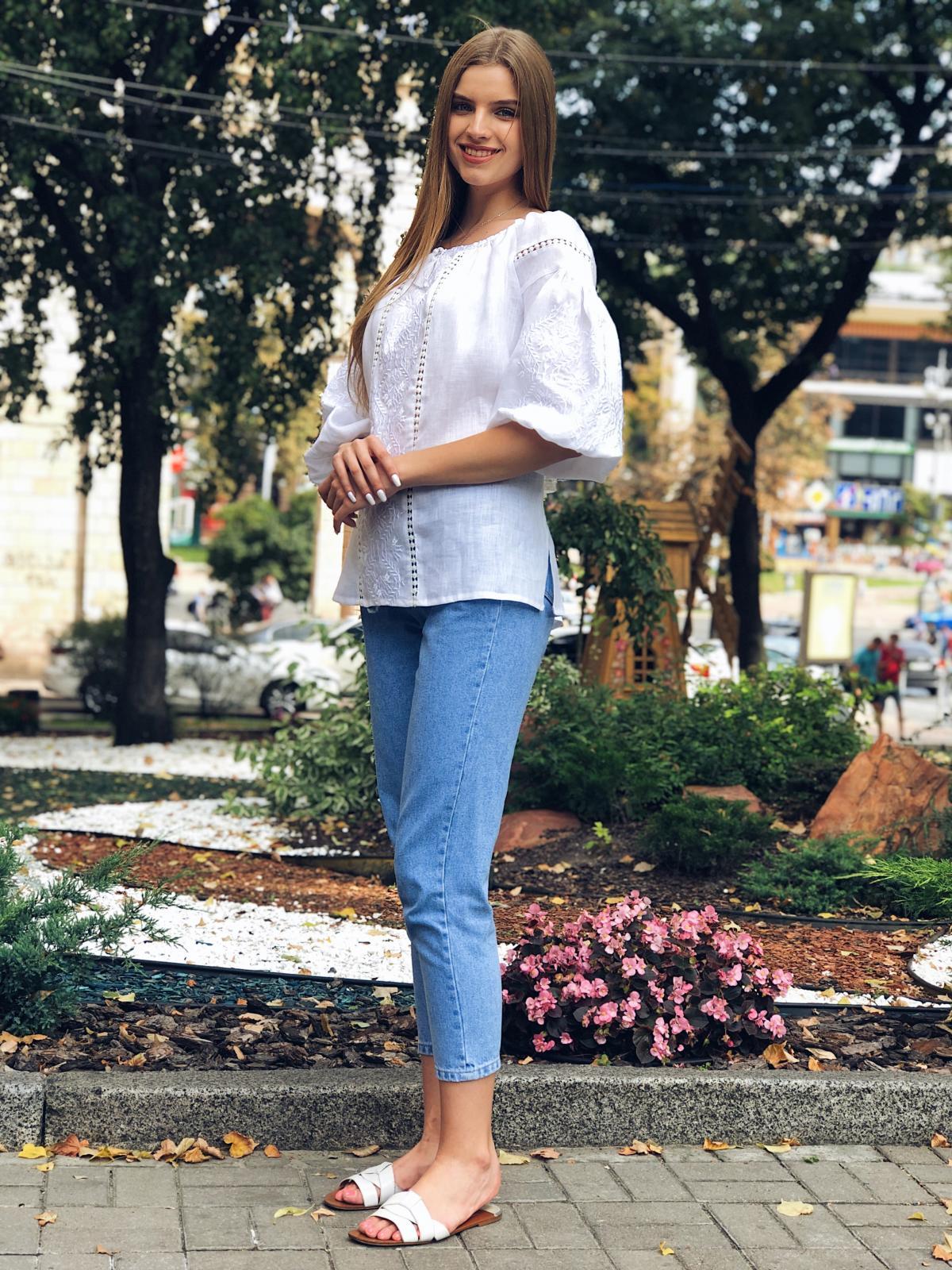 Белая женская вышитая рубашка с белой вышивкой и рукавом 3/4. Фото №4. | Народный дом Украина
