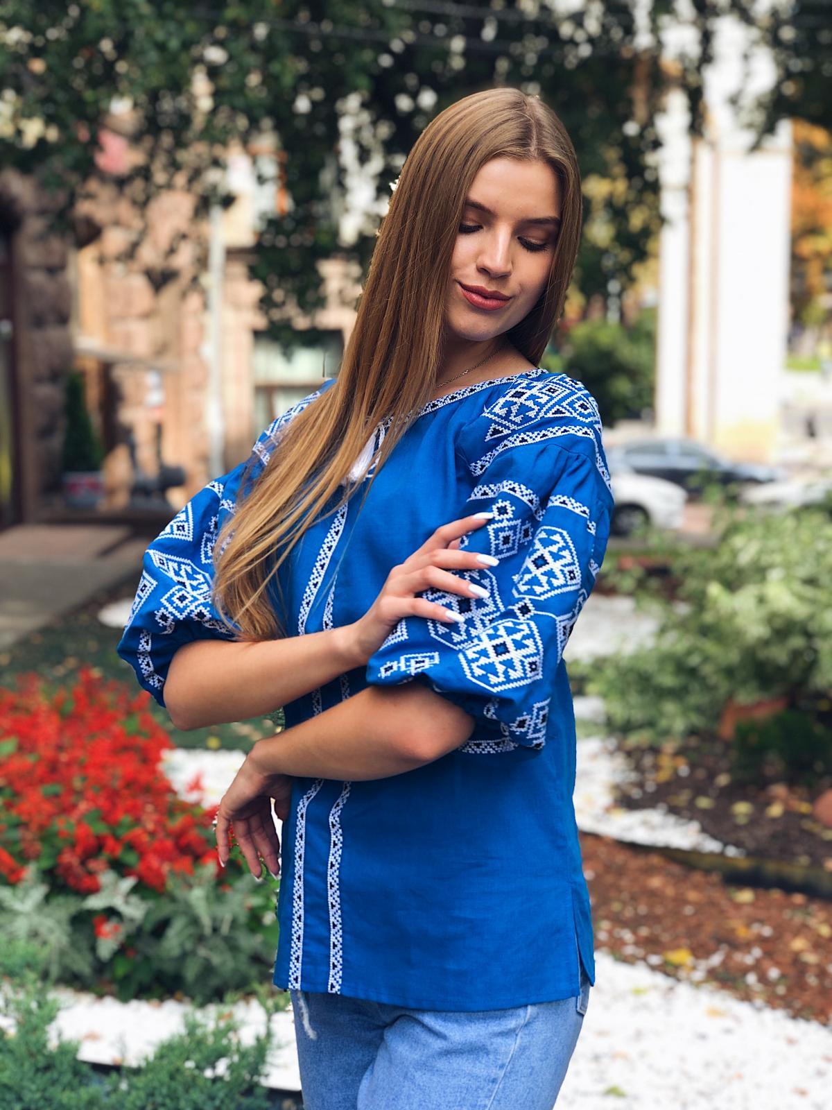 Яскрава світло-синя жіноча вишиванка з рукавом 3/4. Фото №6. | Народний дім Україна