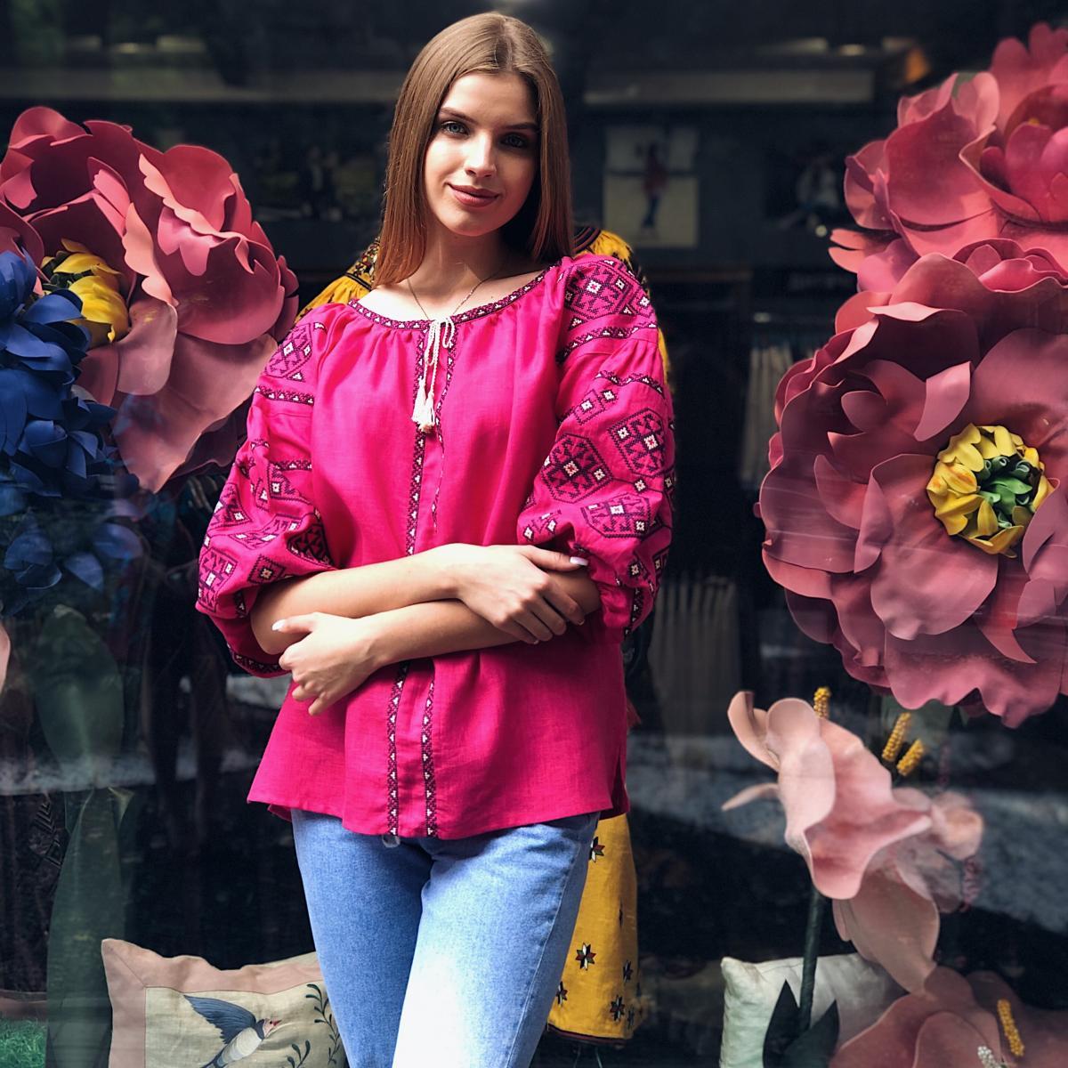 Яркая розовая женская вышиванка с рукавом 3/4. Фото №3. | Народный дом Украина