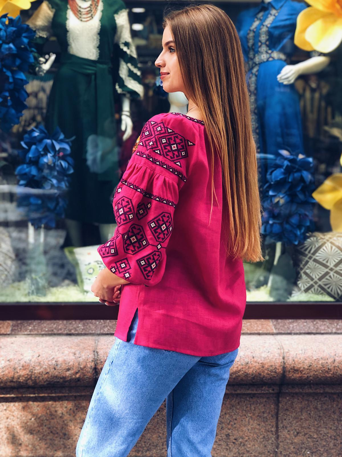 Яркая розовая женская вышиванка с рукавом 3/4. Фото №4. | Народный дом Украина