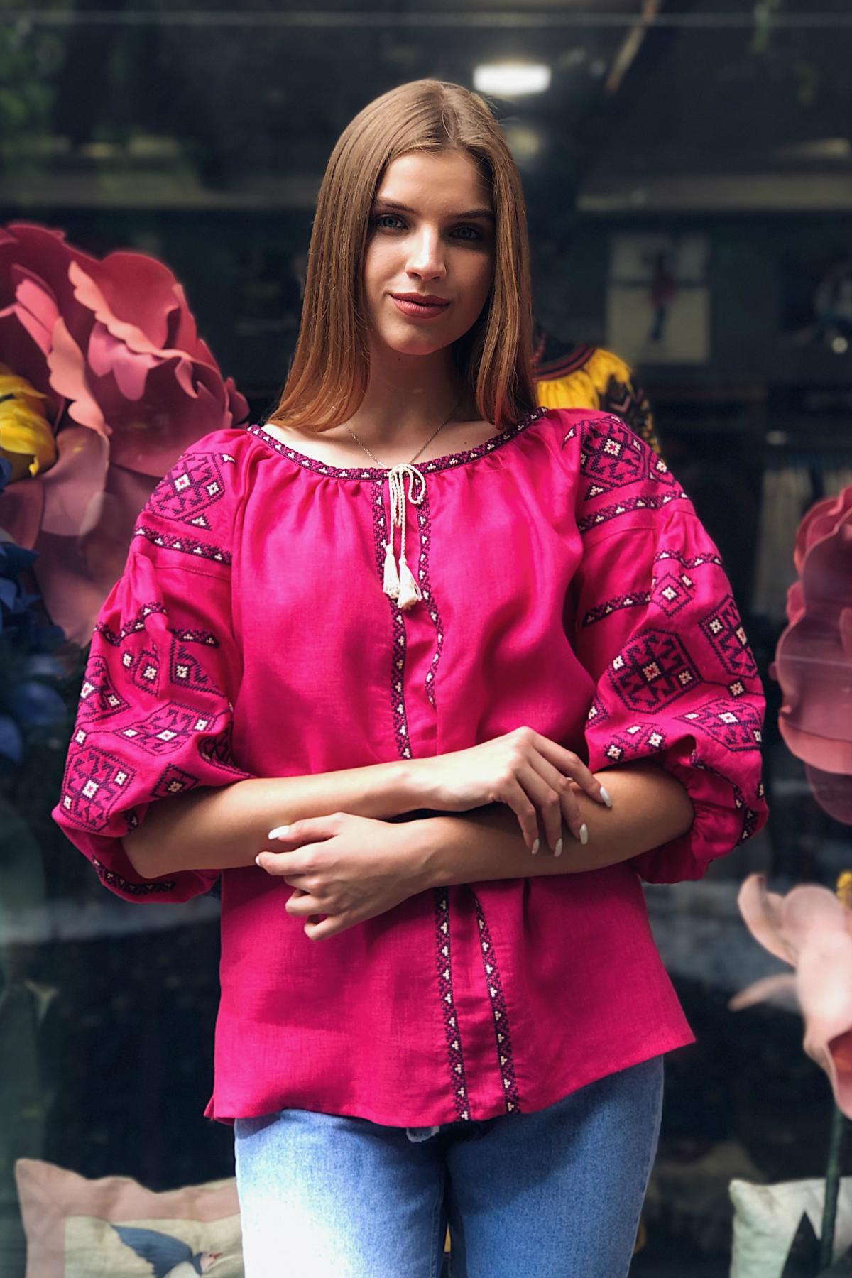 Яркая розовая женская вышиванка с рукавом 3/4. Фото №1. | Народный дом Украина