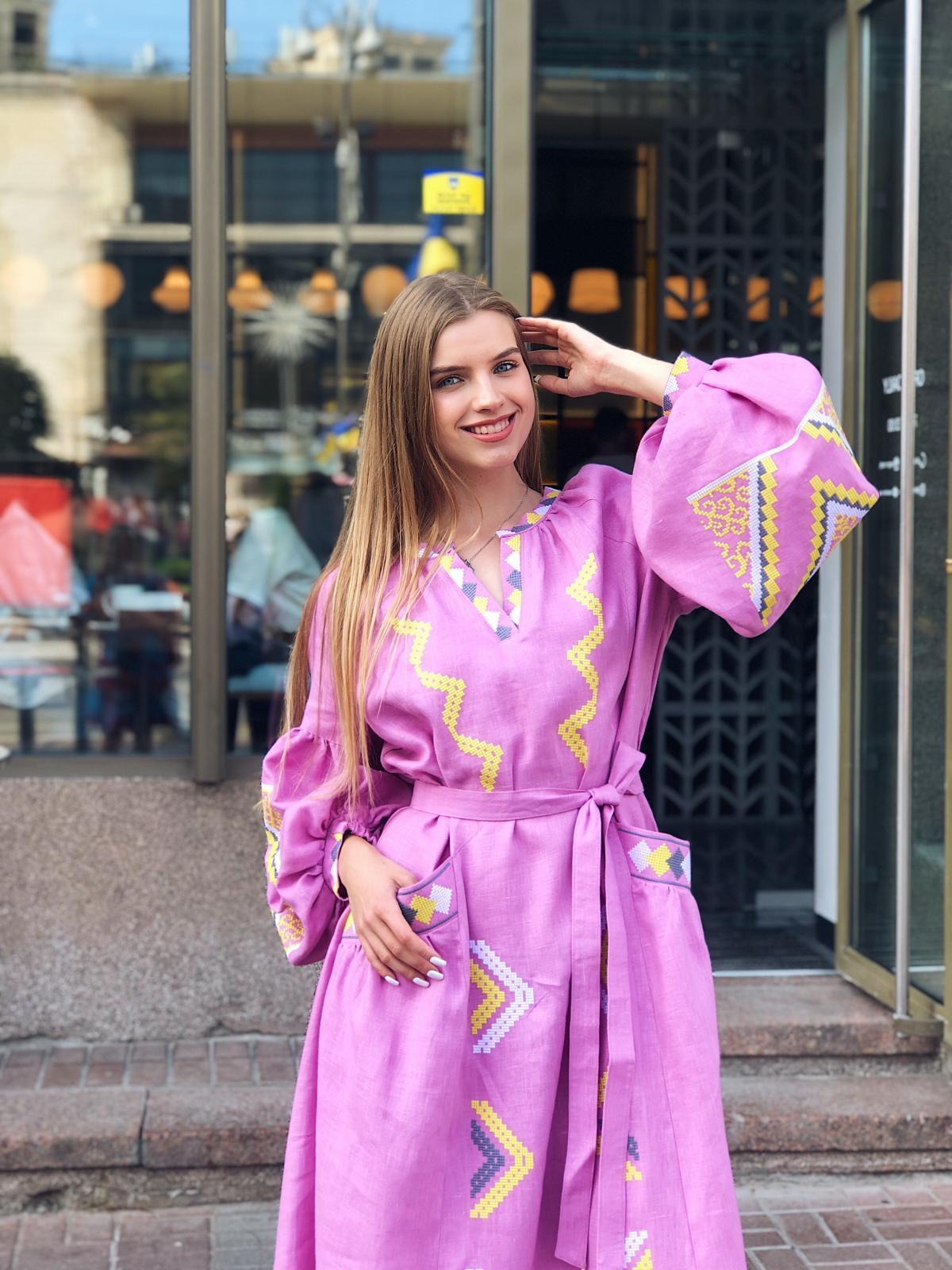 Изысканное длинное платье с красивой вышивкой, розовое. Фото №3. | Народный дом Украина