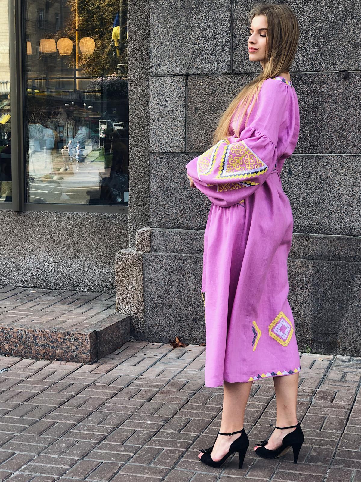 Изысканное длинное платье с красивой вышивкой, розовое. Фото №7. | Народный дом Украина