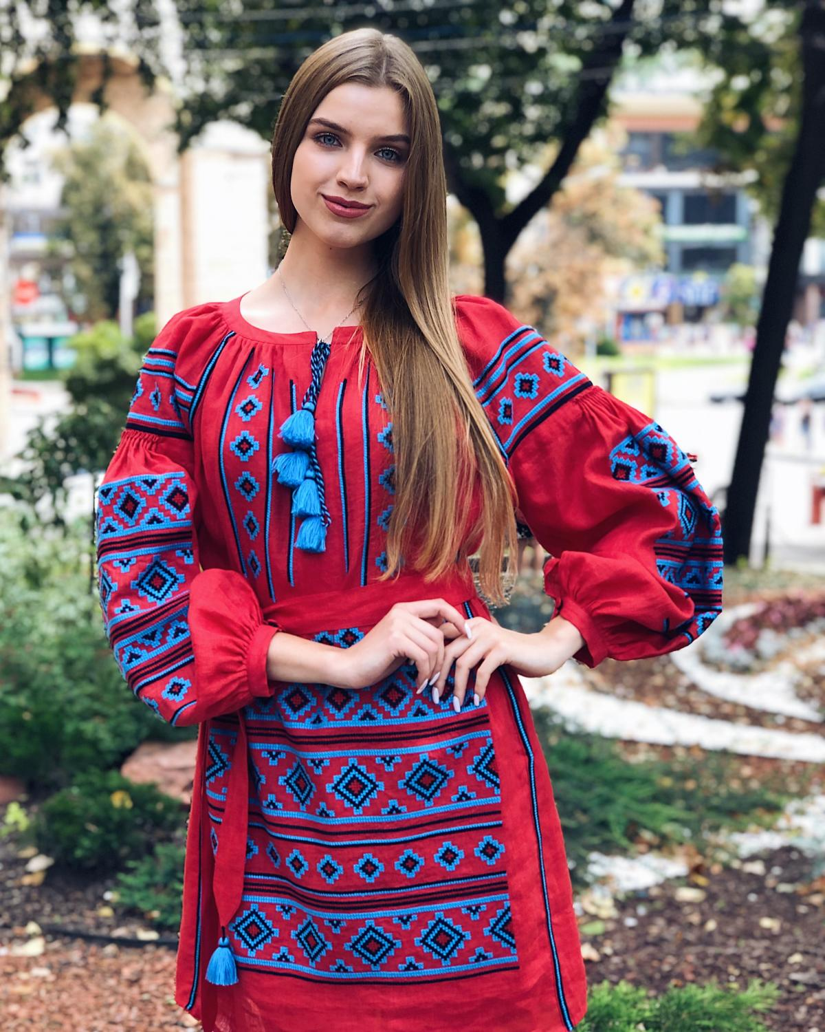 Rich red embroidered dress with blue embroidery. Photo №4. | Narodnyi dim Ukraine