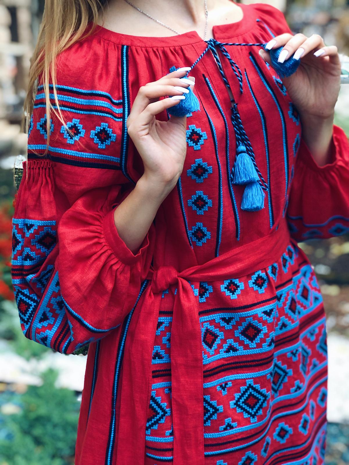 Rich red embroidered dress with blue embroidery. Photo №5. | Narodnyi dim Ukraine