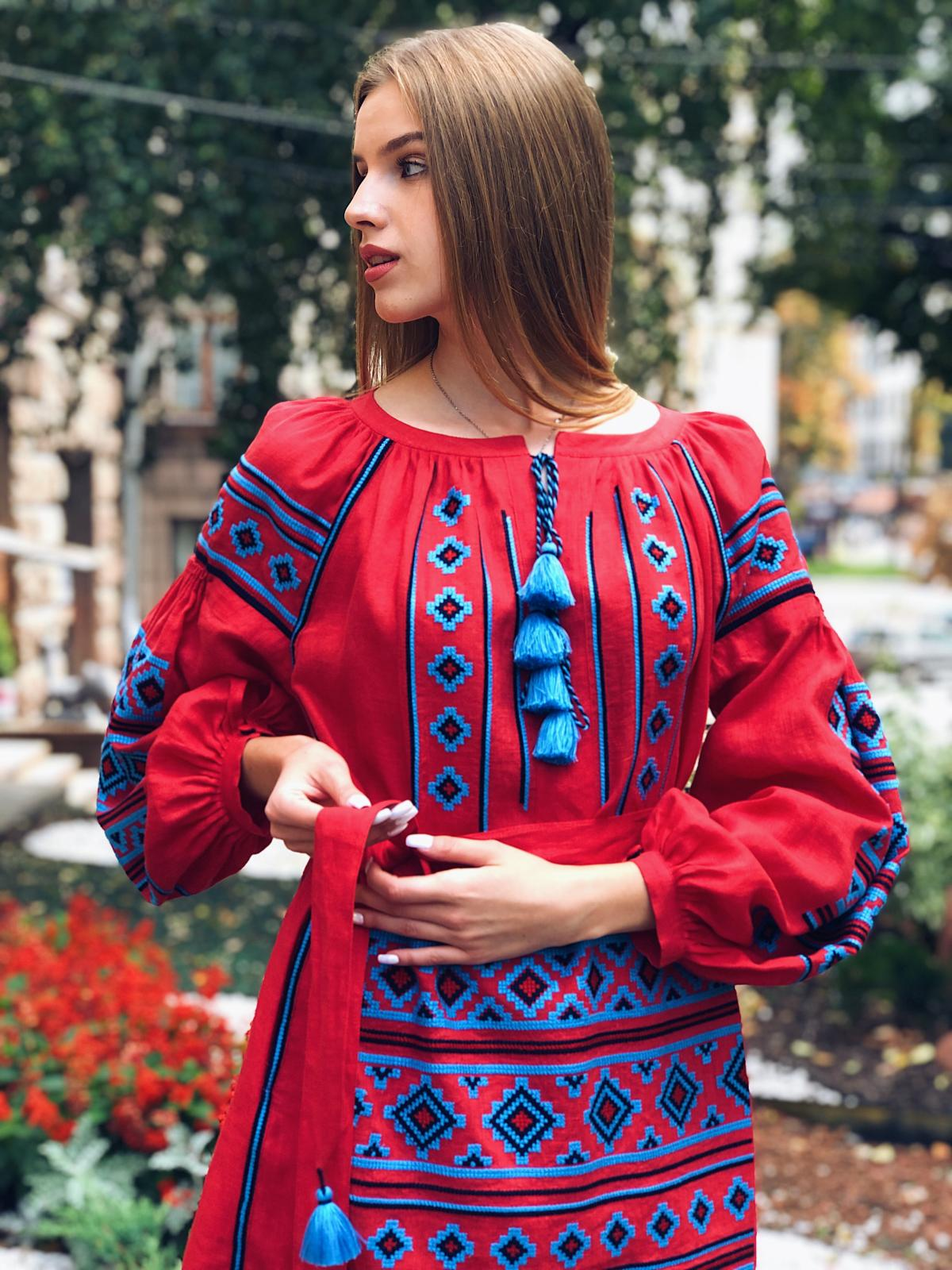 Rich red embroidered dress with blue embroidery. Photo №6. | Narodnyi dim Ukraine