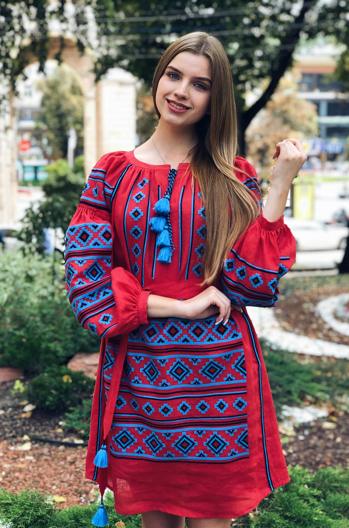 Rich red embroidered dress with blue embroidery. Photo №1. | Narodnyi dim Ukraine