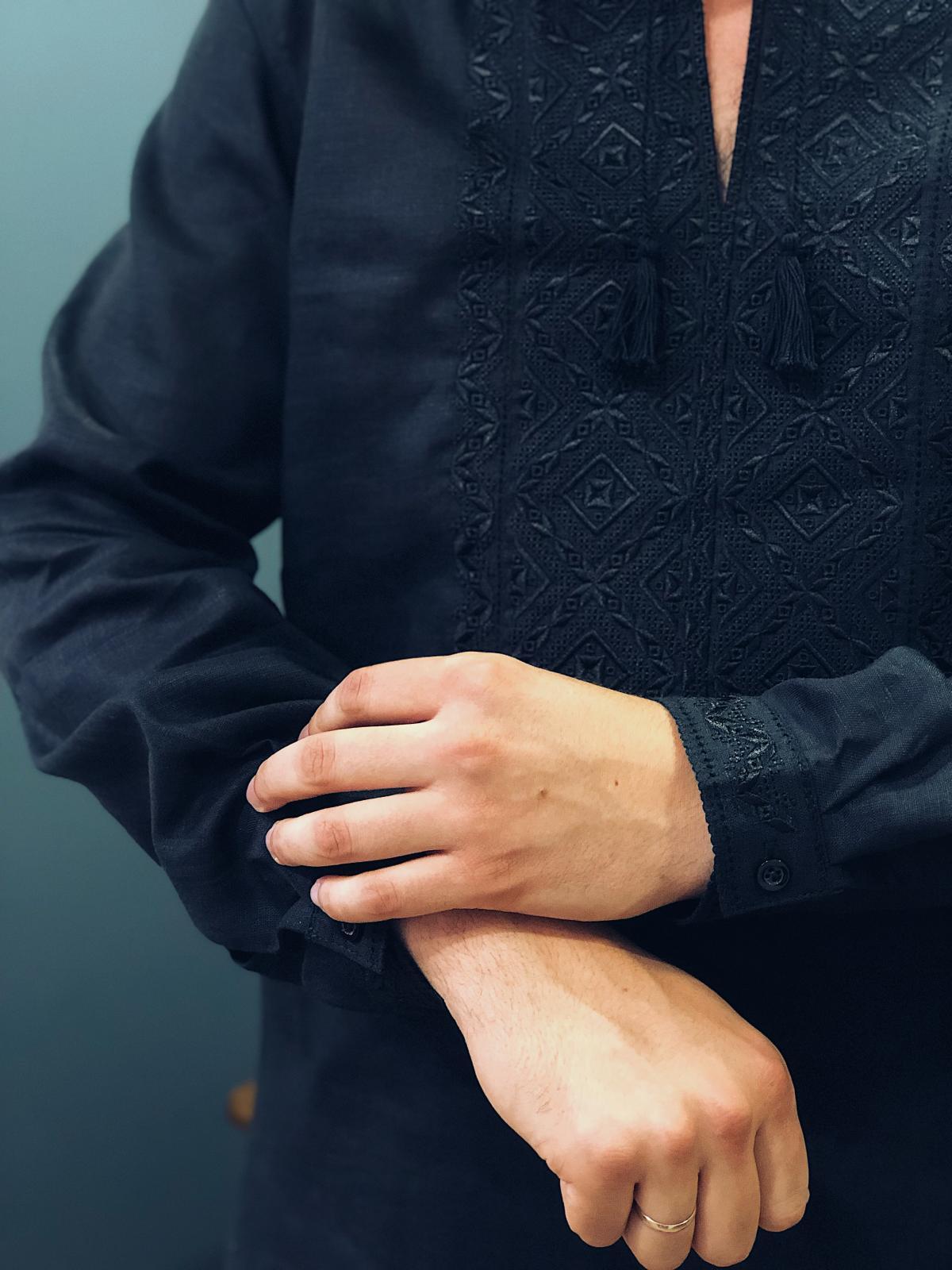 Вишиванка чорна по чорному. Фото №3. | Народний дім Україна