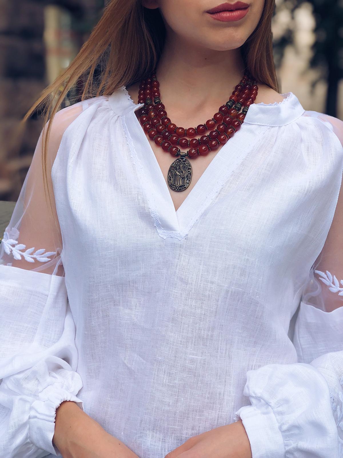 Ожерелье из сердолика и иконкой Почаевской Богородицы, 3 ряда. Фото №2. | Народный дом Украина