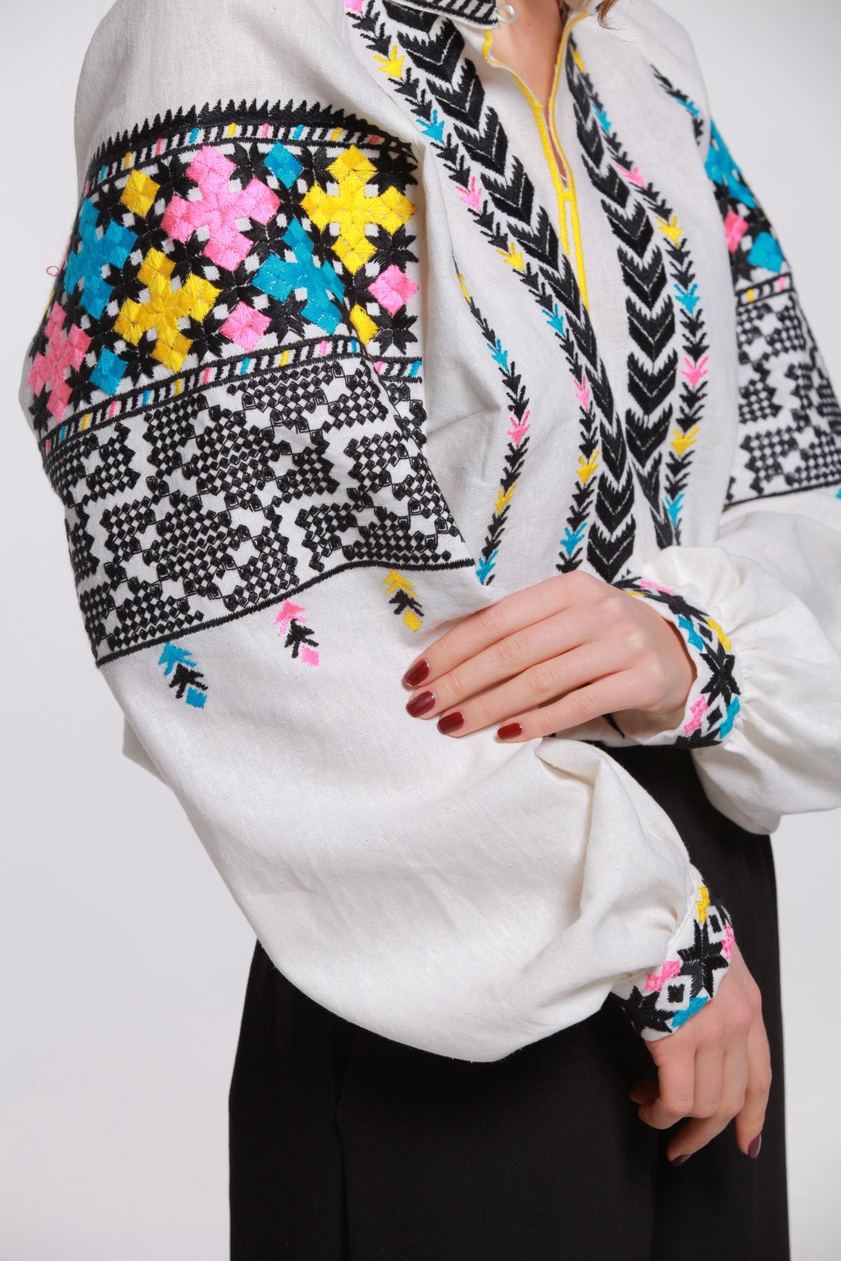 Біла лляна вишиванка з Подільскою вишивкою. Фото №4.   Народний дім Україна