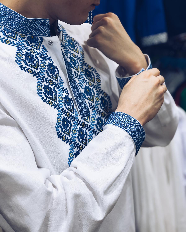 Чоловіча вишиванка Борщівська, синя вишивка. Фото №1. | Народний дім Україна