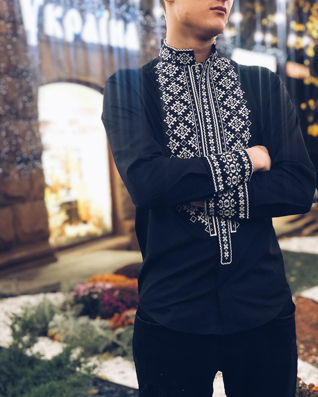 Мужская вышиванка черного цвета. Фото №1. | Народный дом Украина