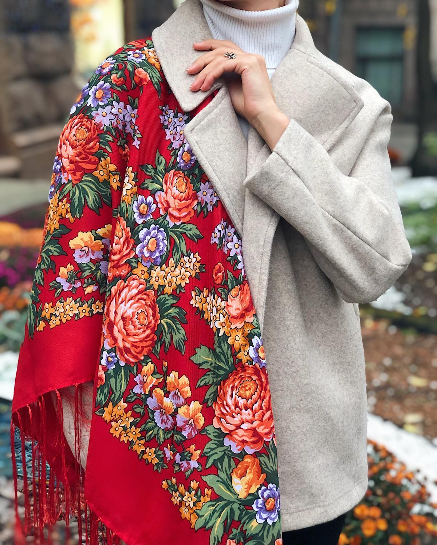 Вогняно-червона хустка українська з квітами
