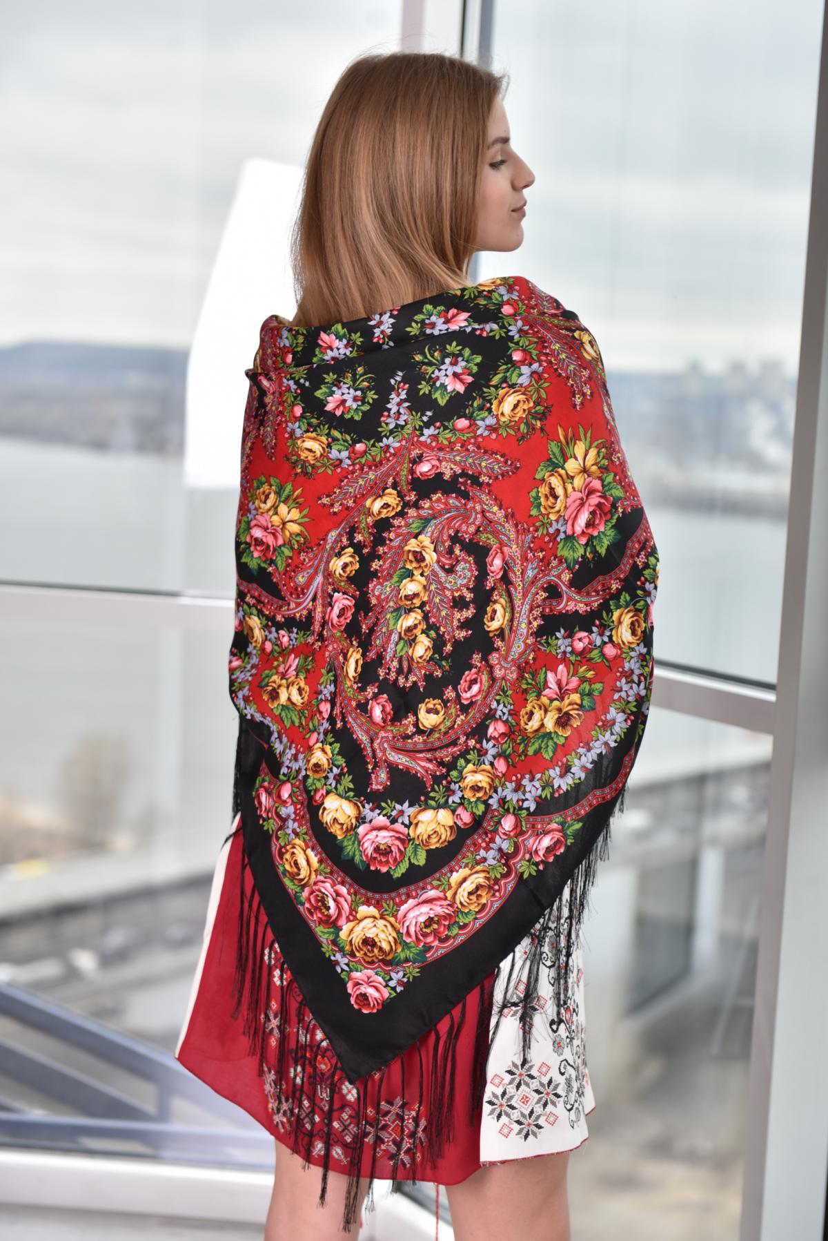 Черный платок с розовыми и желтыми розами. Фото №4. | Народный дом Украина
