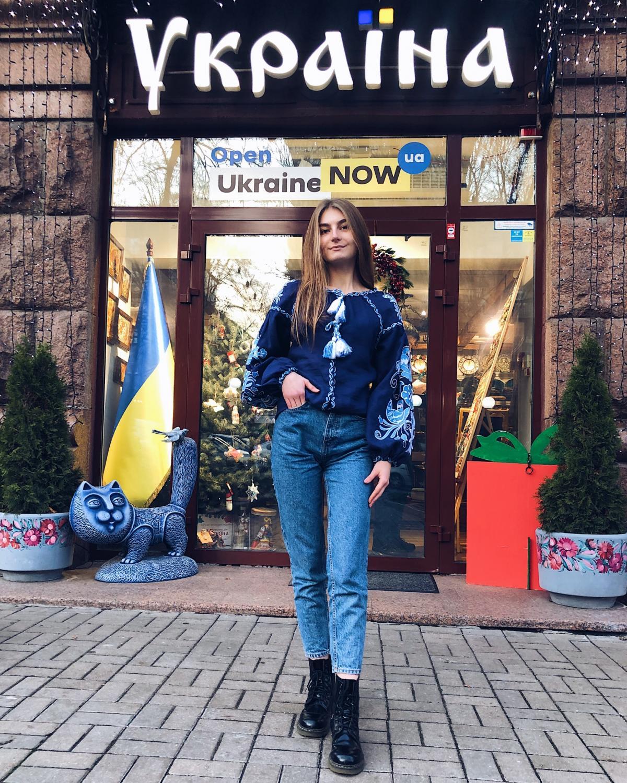 Вишиванка Птахи, синій льон. Фото №3. | Народний дім Україна