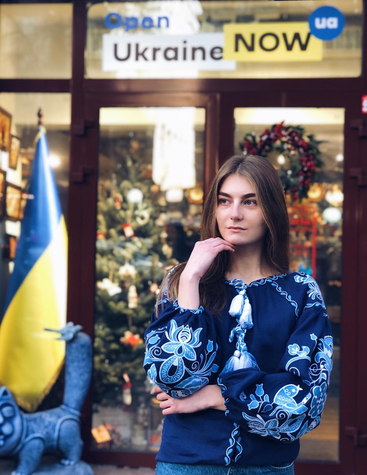 Вишиванка Птахи, синій льон. Фото №1. | Народний дім Україна