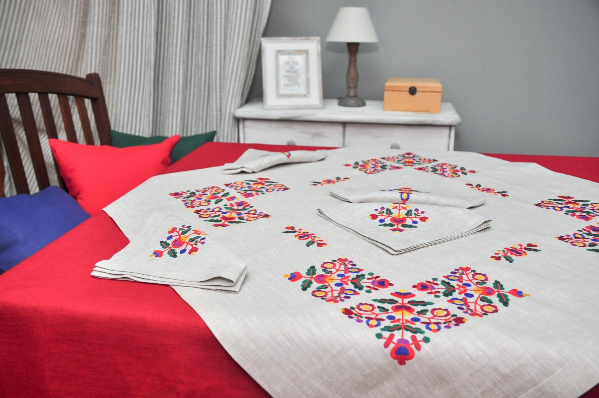 Linen tablecloth for the table 90*90