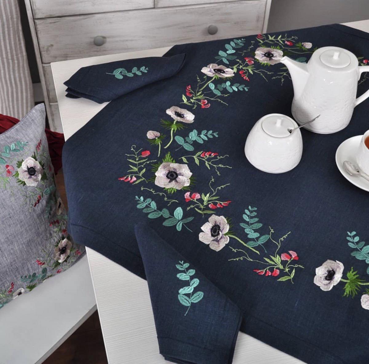 Set: Linen tablecloth ANEMONS 90 cm * 90 cm +2 napkins 40 cm * 40 cm
