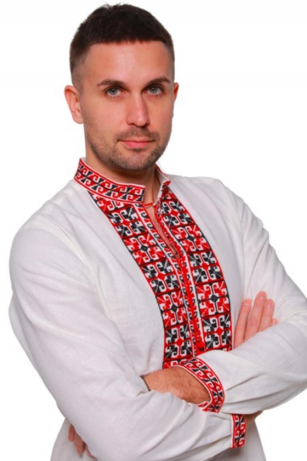Men's embroidery with red and black embroidery. Photo №1. | Narodnyi dim Ukraine