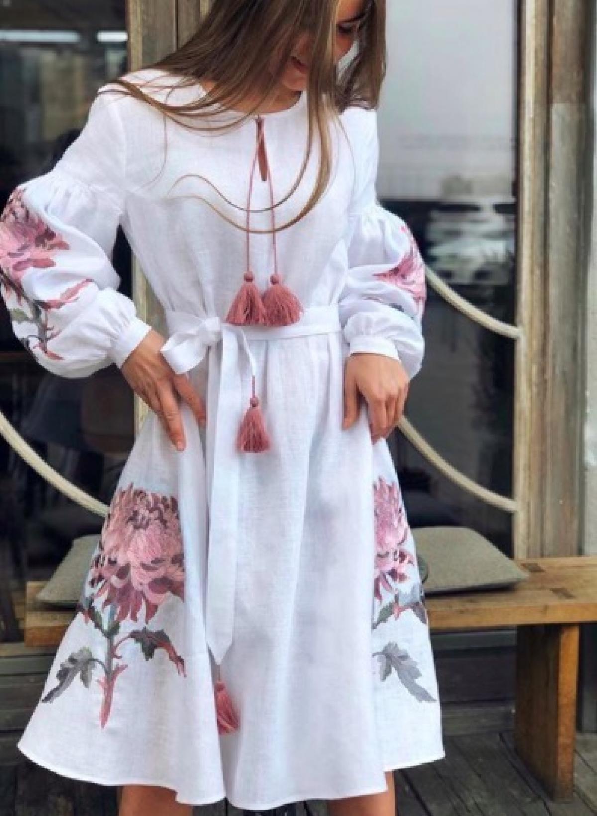 Белое элегантное короткое вышитое платье. Фото №1. | Народный дом Украина