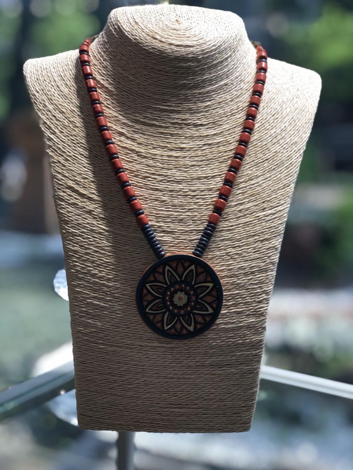 Намисто керамічне, медальон квітка . Фото №3. | Народний дім Україна