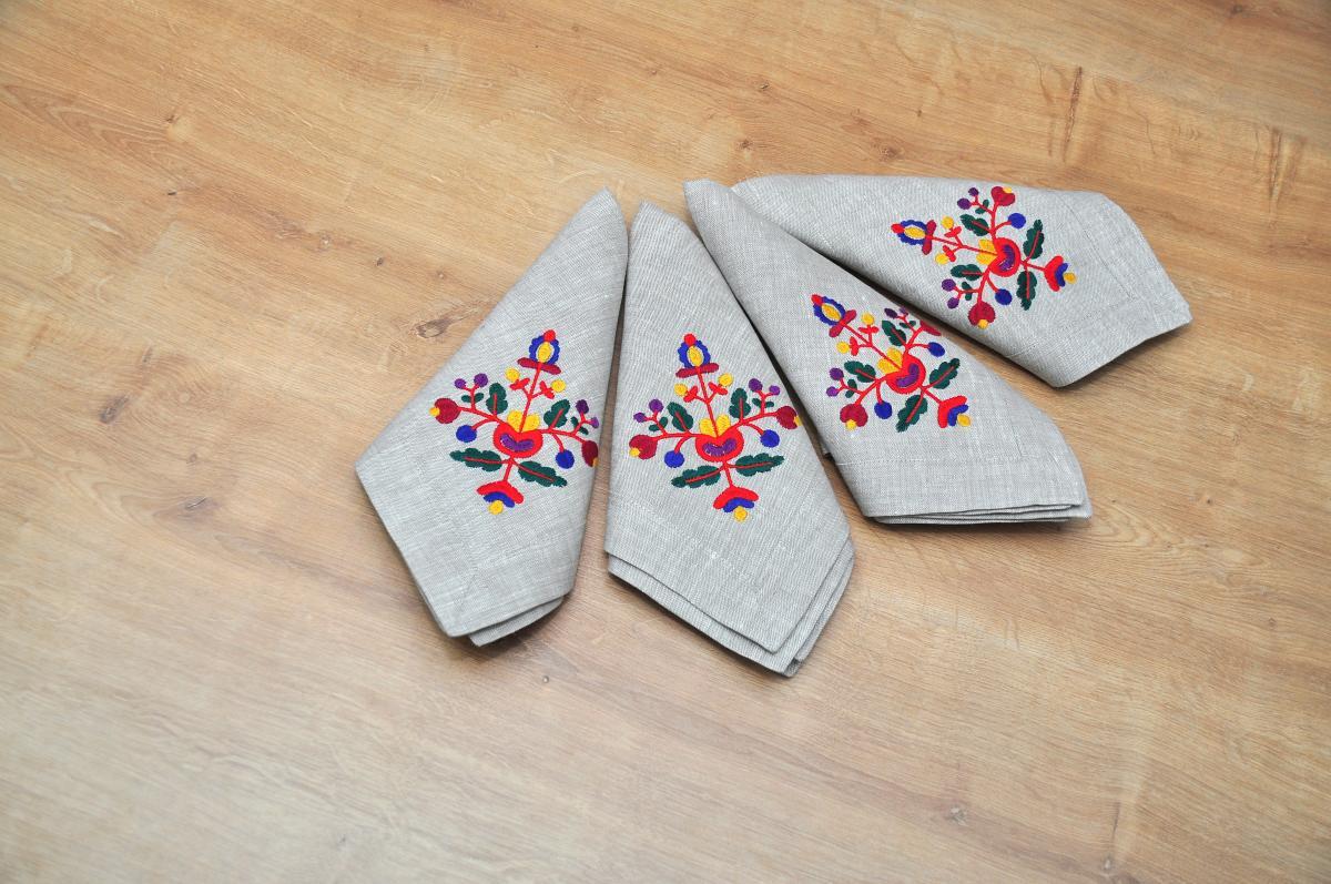 Лляна серветка на стіл Квіти  40*40 . Фото №2.   Народний дім Україна