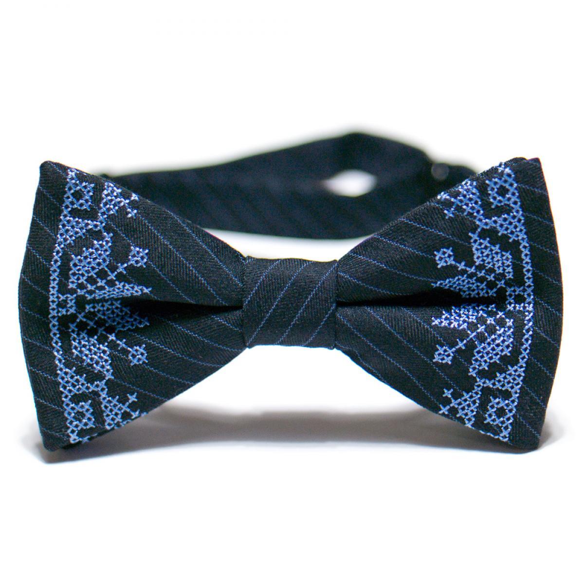 Вишитий метелик синього кольору з костюмної тканини. Фото №1. | Народний дім Україна