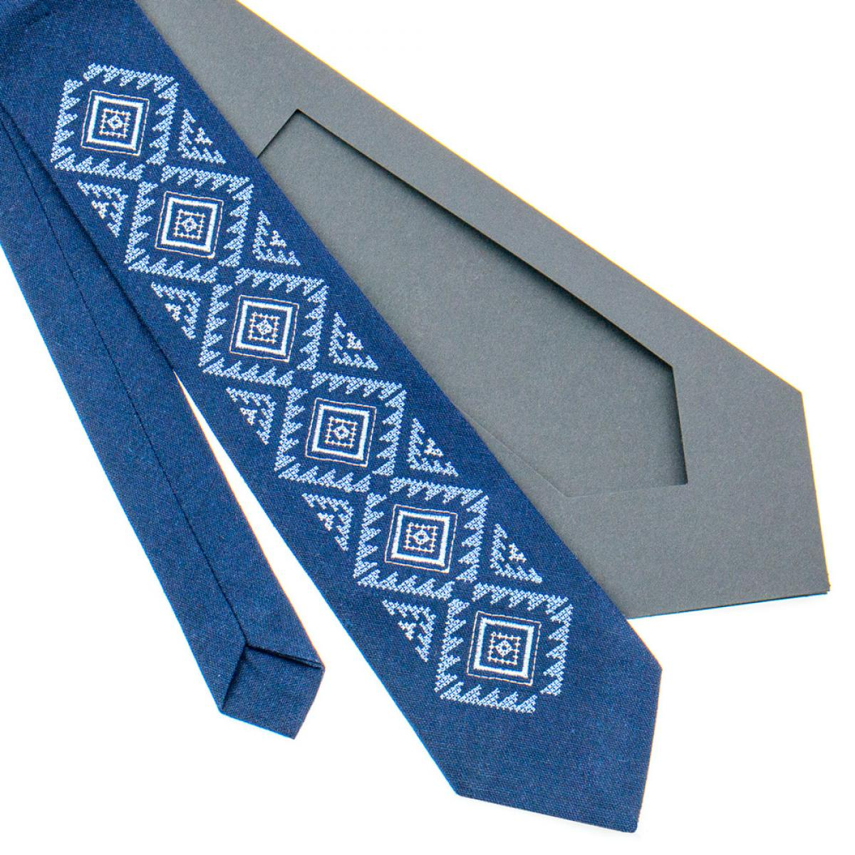 Классический вышитый галстук синий изготовлен из натурального льна. Фото №3. | Народный дом Украина