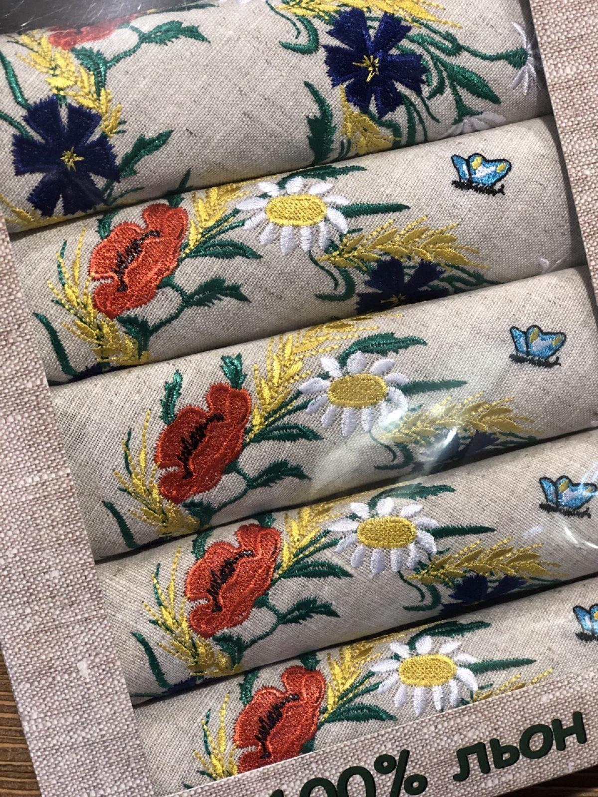 A set of linen napkins with embroidered poppies, daisies and cornflowers. Photo №1. | Narodnyi dim Ukraine