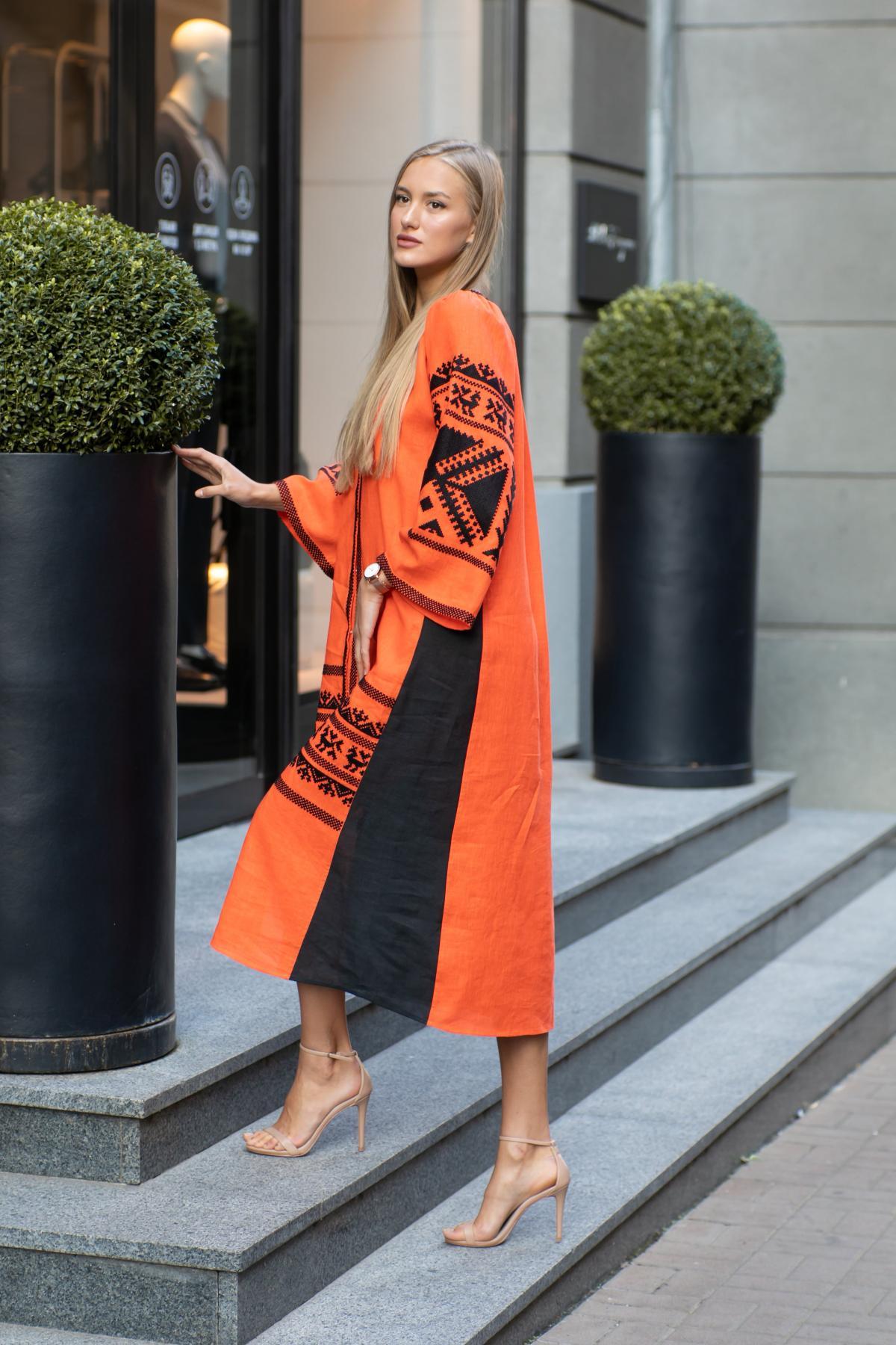 Оранжевое вышитое платье. Фото №2. | Народный дом Украина