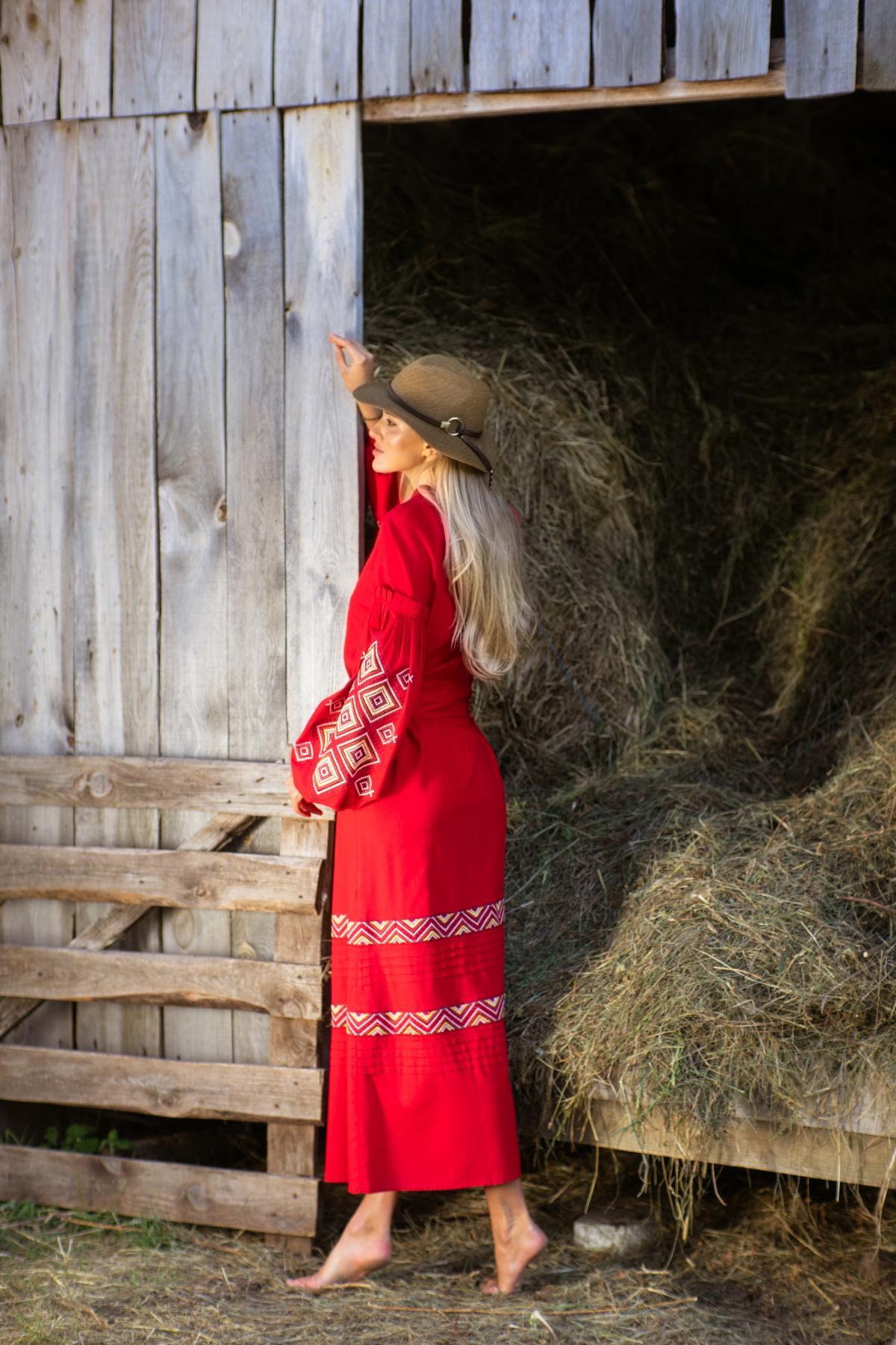 Красное длинное вышитое платье из льна. Фото №4. | Народный дом Украина