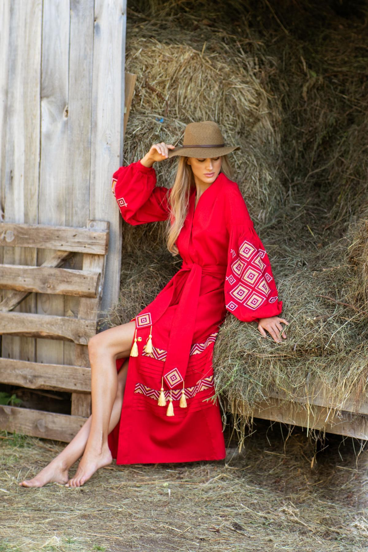 Красное длинное вышитое платье из льна. Фото №5. | Народный дом Украина