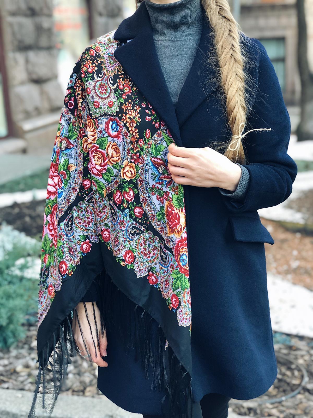 Хустка українська чорна з квітковим яскравим візерунком