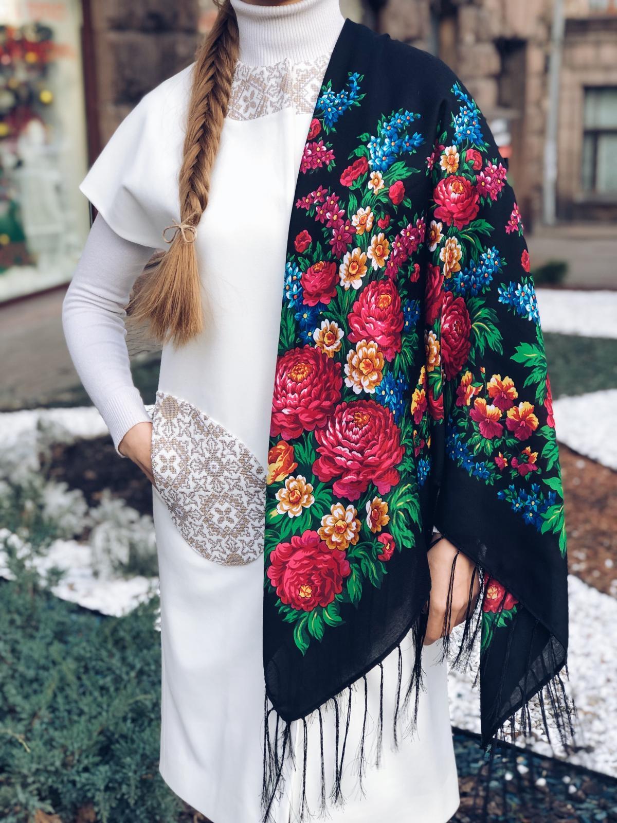 Black wool Ukrainian Shawl with bright flowers. Photo №1. | Narodnyi dim Ukraine