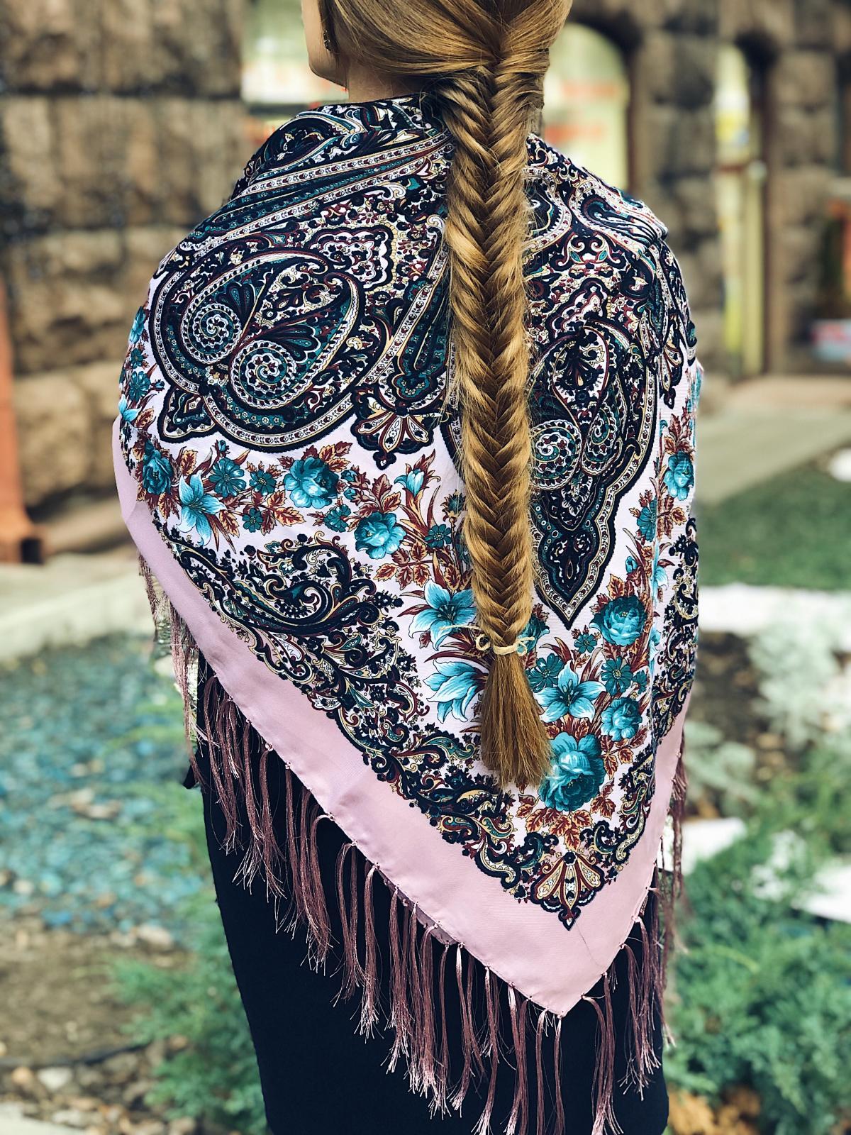 Бузкова хустка з яскравими квітковим візерунком. Фото №2. | Народний дім Україна