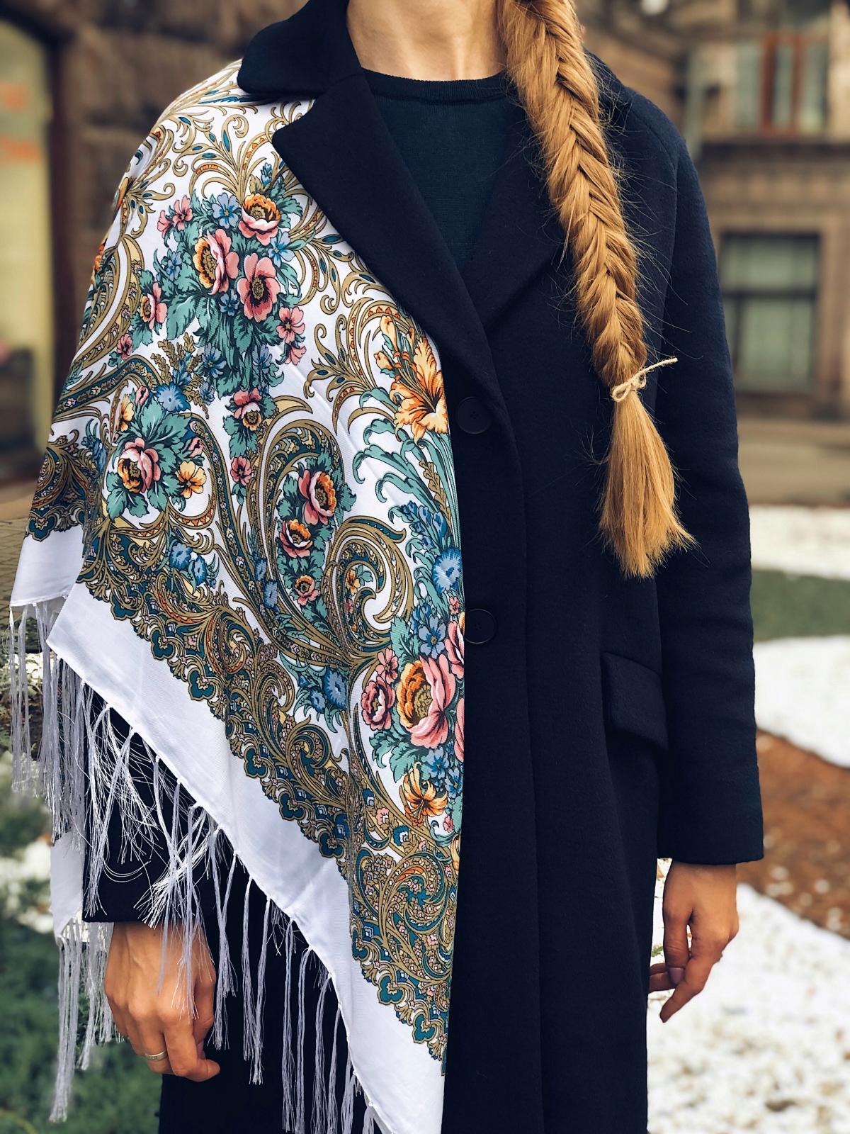 Біла українська хустка з квітковим візерунком. Фото №1. | Народний дім Україна