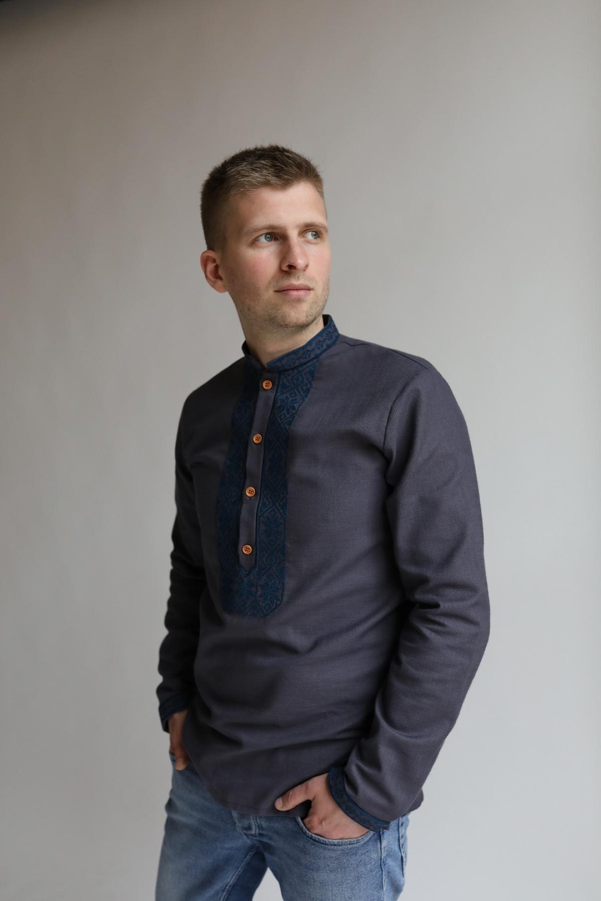 Graphite men's embroidered shirt with blue embroidery. Photo №1. | Narodnyi dim Ukraine