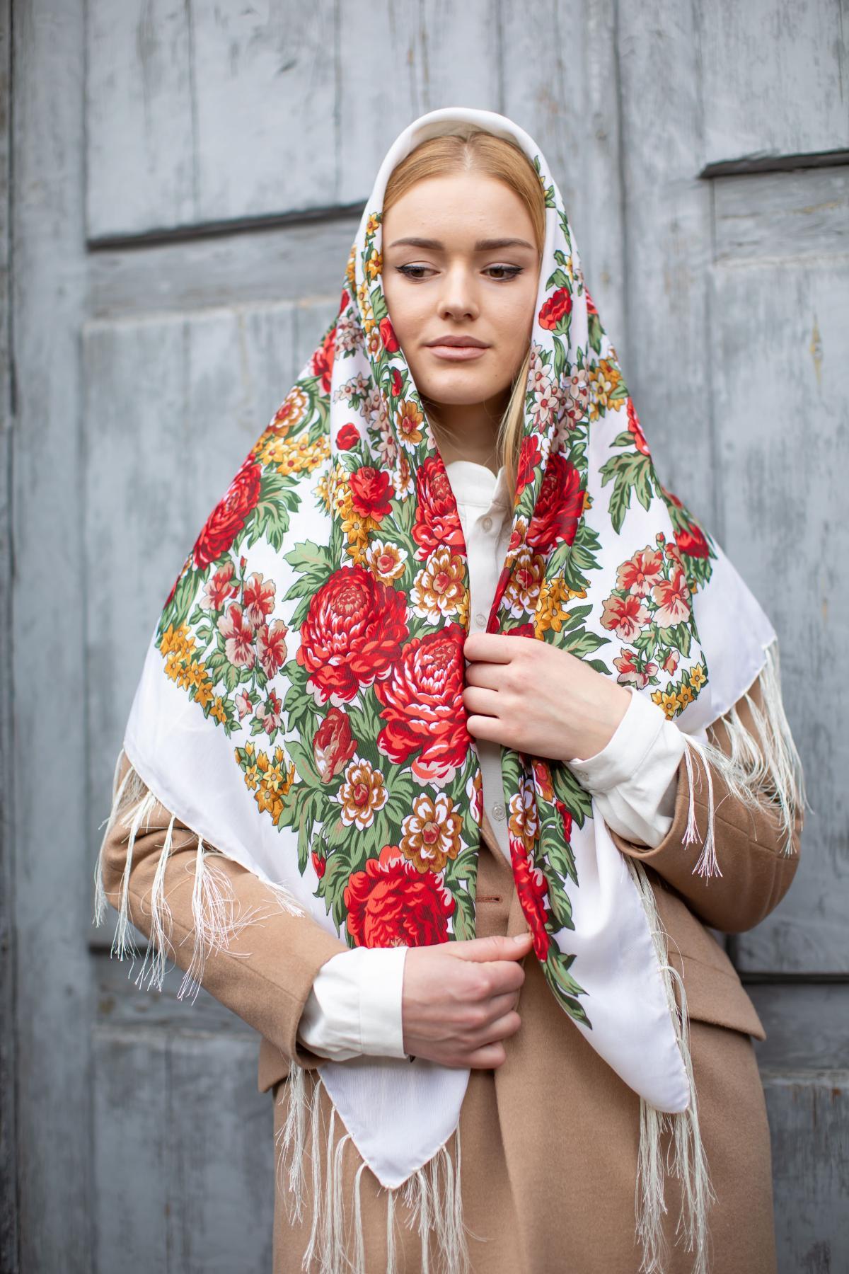 Shawl with floral pattern White. Photo №1. | Narodnyi dim Ukraine