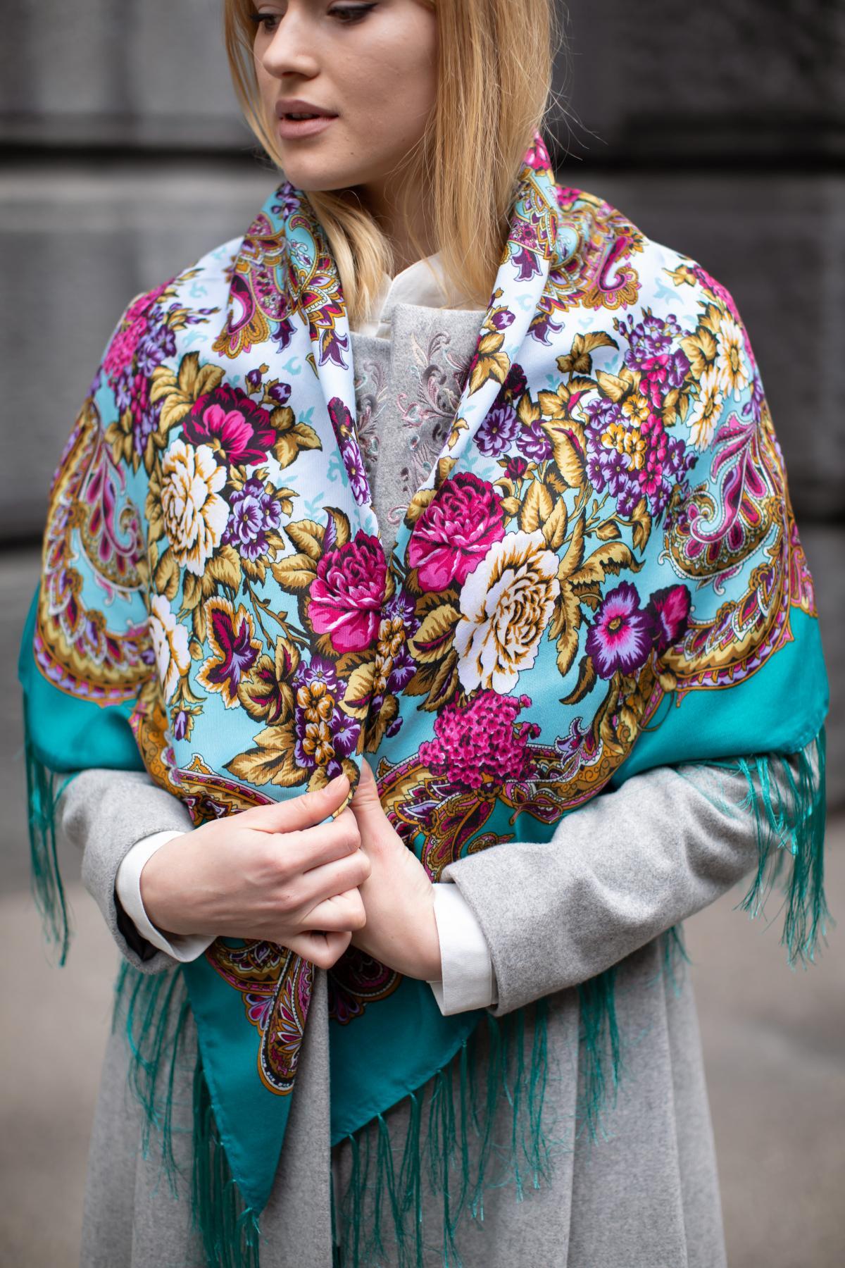 Зелена хустка з яскравим квітковим візерунком. Фото №4. | Народний дім Україна