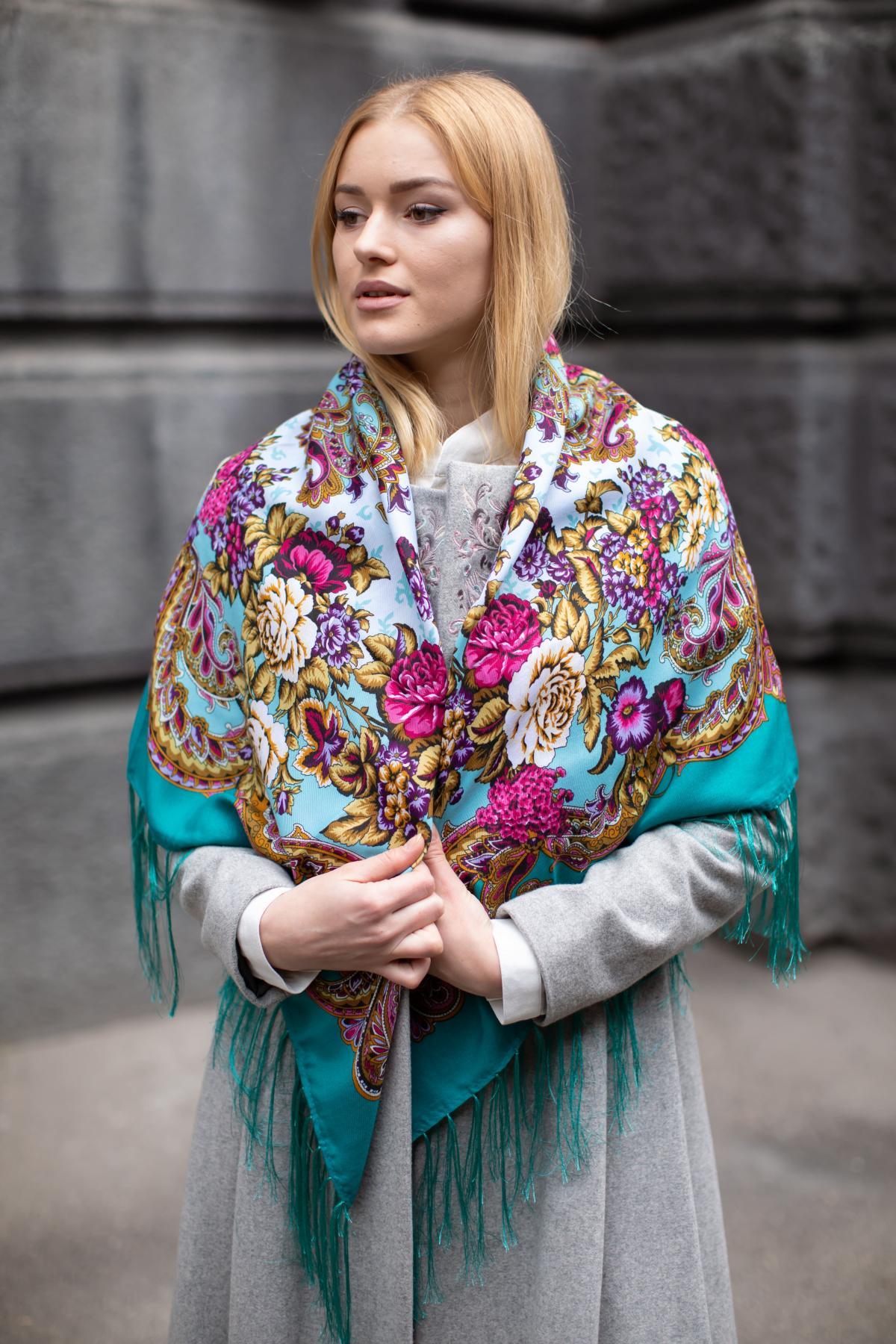 Зелена хустка з яскравим квітковим візерунком. Фото №6. | Народний дім Україна